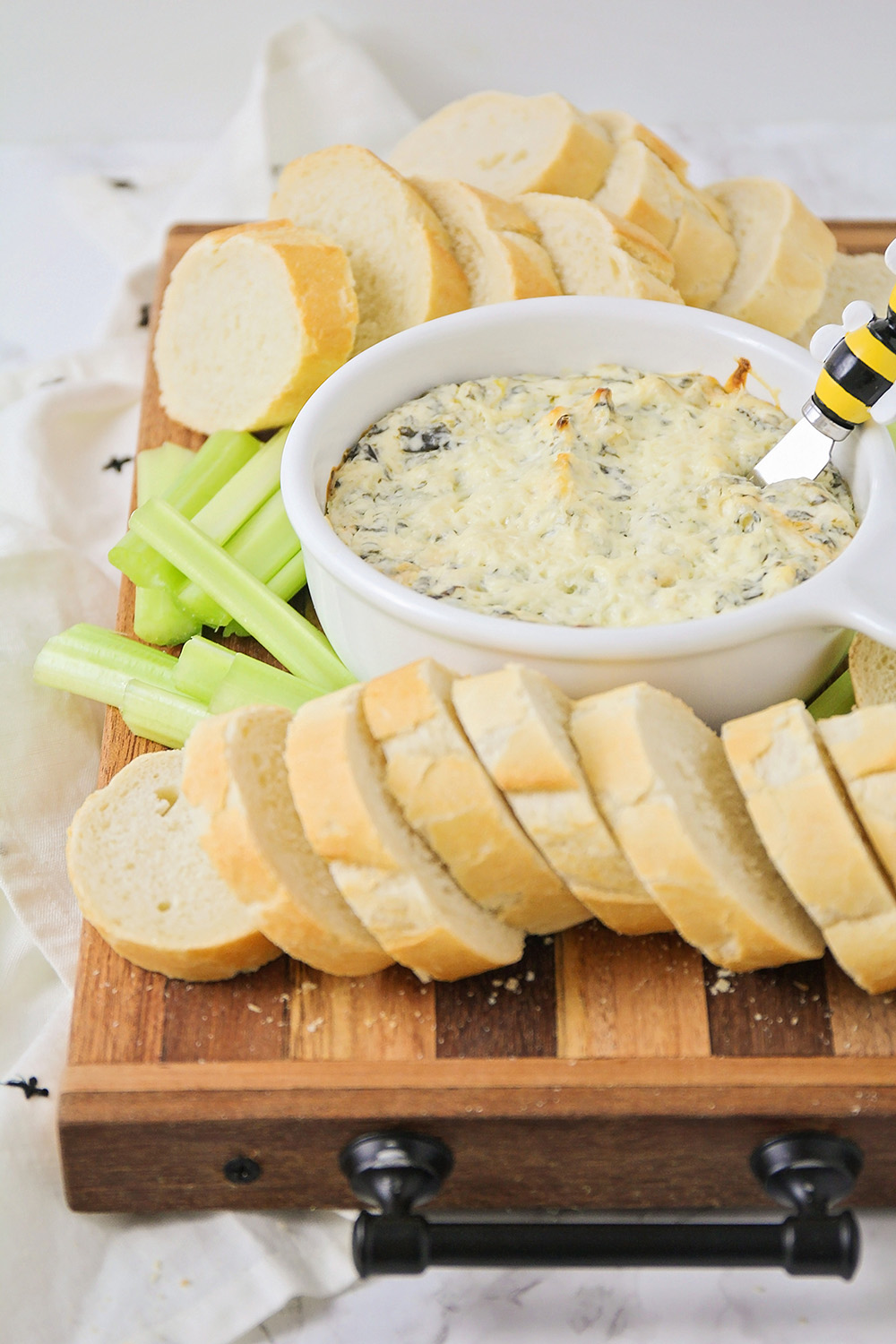 This cheesy spinach and artichoke dip has the most delicious combination of flavors, and is so easy to make!