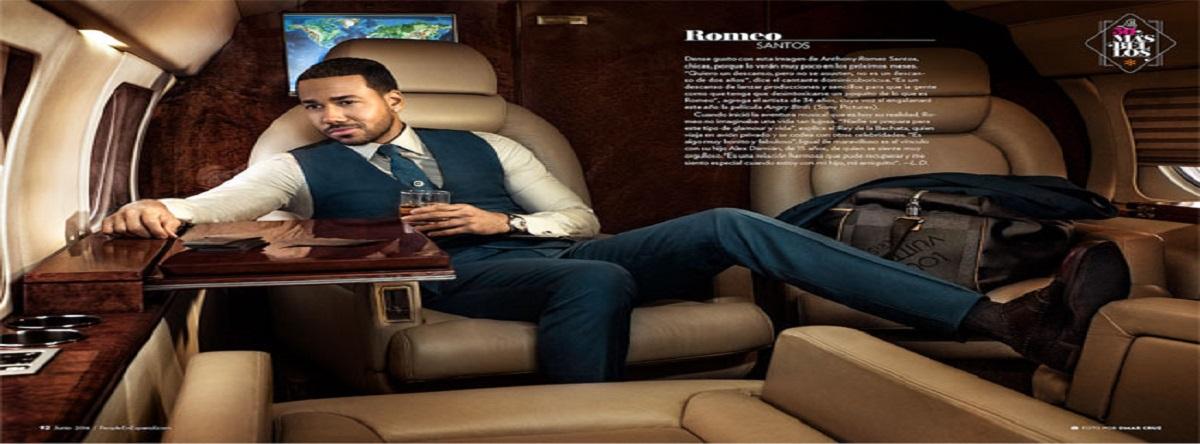 fotos de Romeo Santos en un jet privado