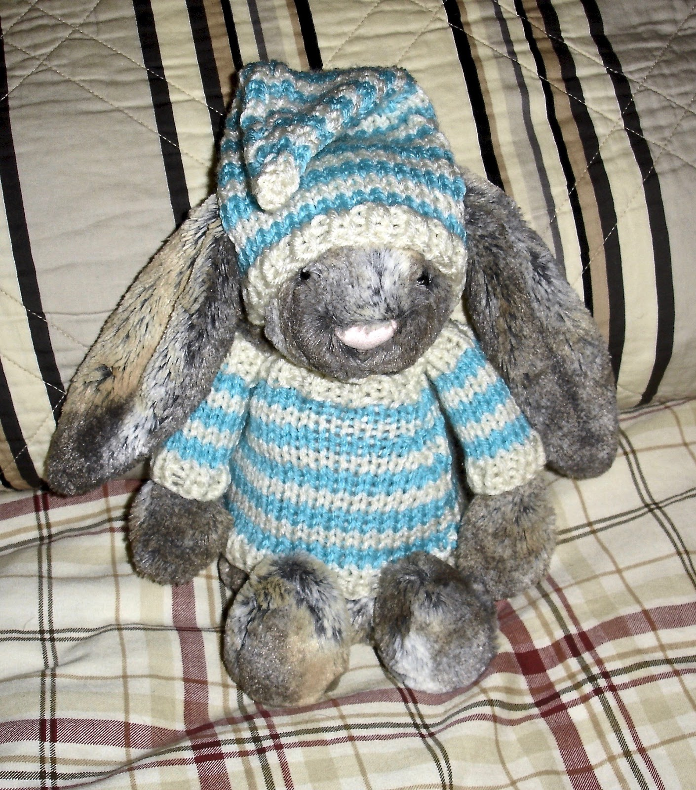 Free Patterns by H: Clothes For Jellycat Bunny: Sweater & Nightcap
