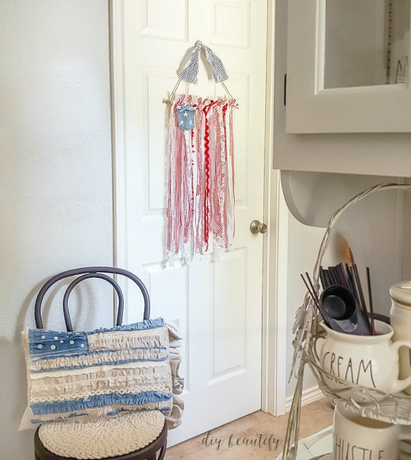 patriotic ribbon wall hanging  |  diy beautify