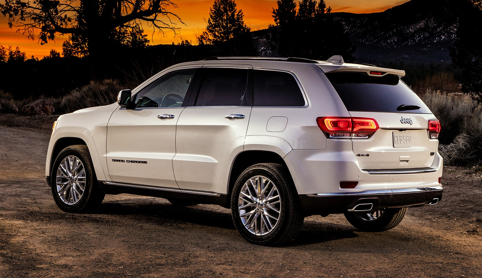 the motoring world 2017 jeep grand cherokee 4x4 earns five stars for overall performance. Black Bedroom Furniture Sets. Home Design Ideas