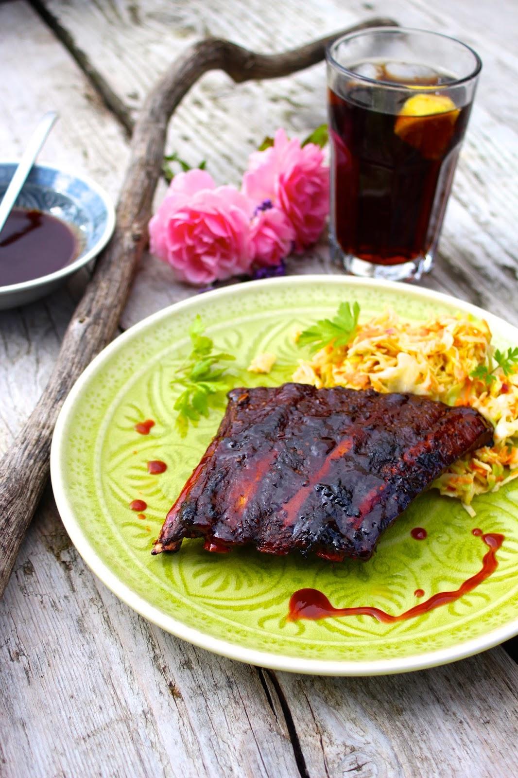 paulas frauchen spare ribs aus dem ofen mit coleslaw. Black Bedroom Furniture Sets. Home Design Ideas