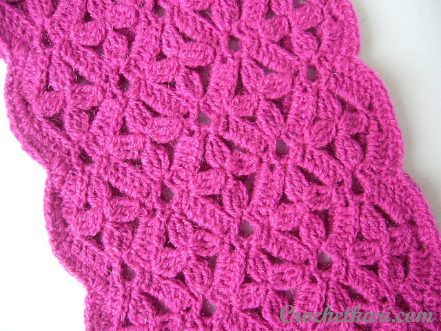 Flowers in my window cowl crochet pattern pink close-up