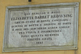 A plaque above the door of the Casa Guidi in Piazza San  Felice recalls that Elizabeth Barrett Browning lived there