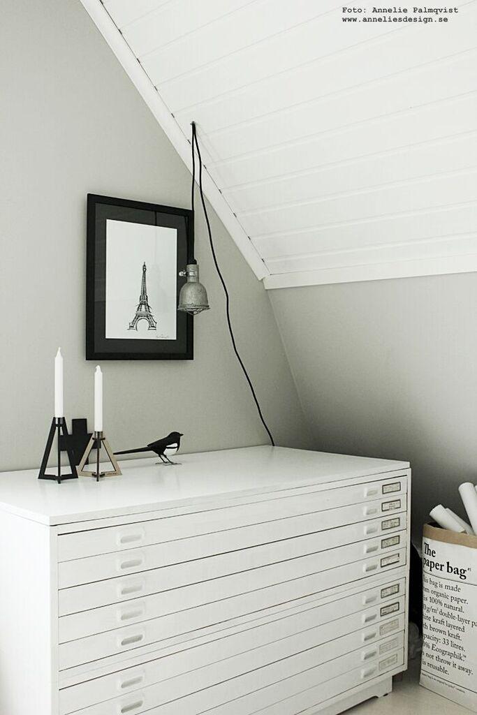 tvåfota design, skata, skator, handsnidad, fågel, fåglar, ljusstake, ljusstakar, arkivskåp, le sac en papier, vitt, vit, vita, svart och vitt, svartvit, eiffeltorn, tavla, tavlor, poster, posters, konsttryck, annelies design, inredning, webbutik, webbutiker, webshop, ateljé, grått, grå,