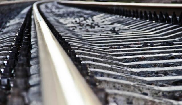На звукові сигнали не реагував: потяг збив 10-річного хлопчика