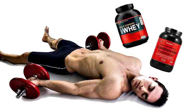 batido de proteínas al despertar hombre gym