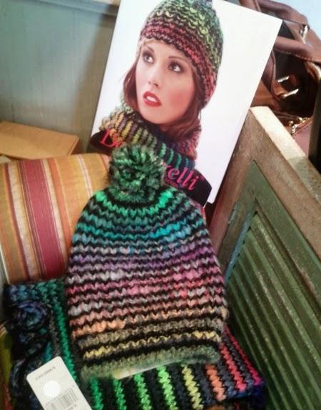 Conjunto gorro y bufanda de punto multicolor