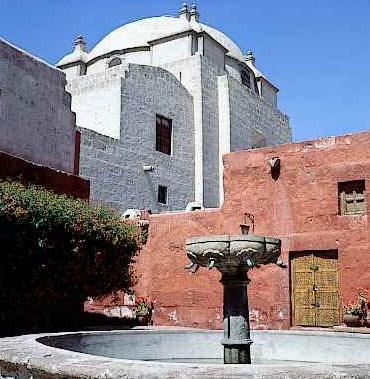 Foto a la pileta del Convento de Santa Catalina