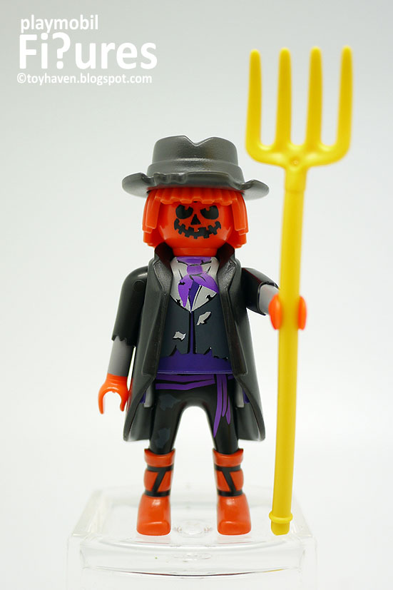 happy halloween from the scarecrow mini figure part of