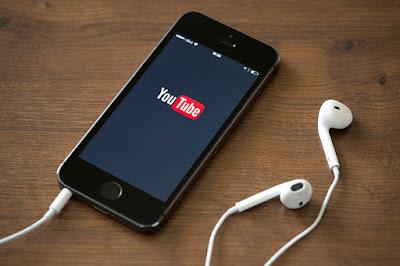 Mendengarkan Music Melalui Youtube