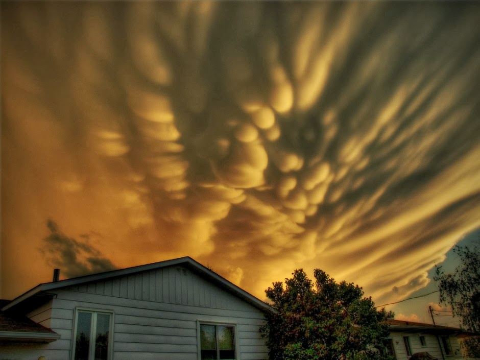 Mammatus over Quebec