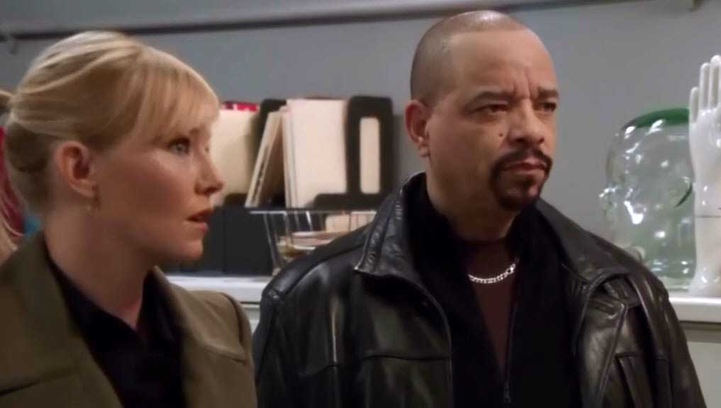 Amazing At The MEu0027s Office, Warner Tells Fin And Rollins They Owe Her For Doing  NYPDu0027s Job And Fin Says They Always Owe Her. She Is Still Running The DNA  On Fr. ...  Law And Order Svu Presumed Guilty