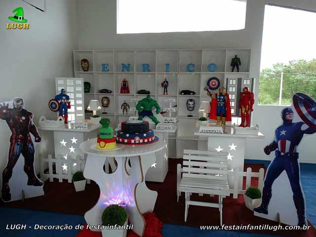 Mesa provençal temática infantil Os Vingadores - Decoração provençal com escaninhos - Nichos - Festa de aniversário