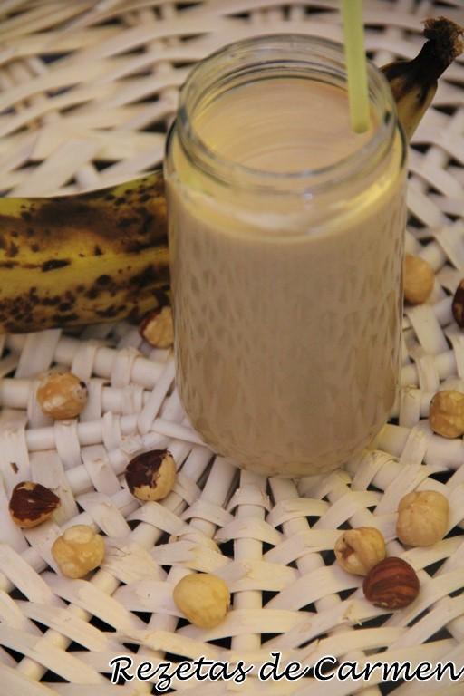 Smoothie de plátano y avellanas