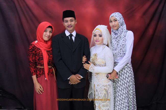 Foto Pose Keluarga pada Pernikahan ATRI & WARNADI | Foto oleh : KLIKMG.COM Fotografer Wedding Purwokerto