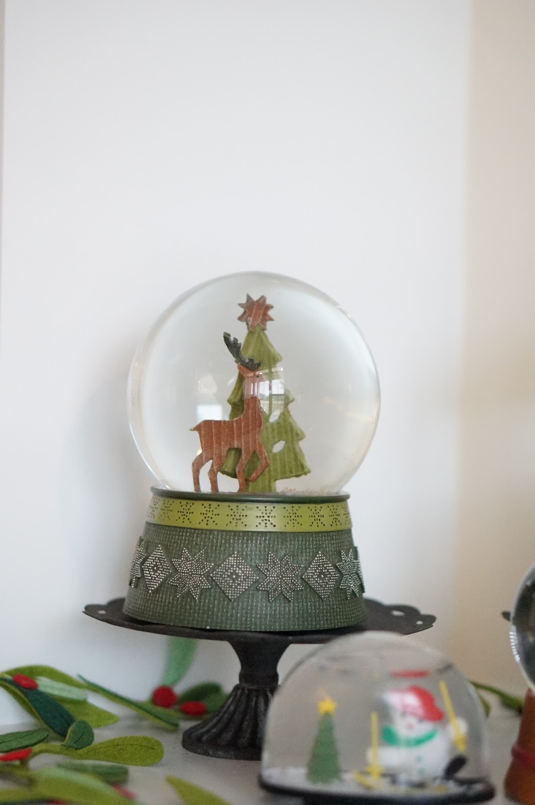 MINI HOME TOUR | CHRISTMAS HOME DECOR IDEAS by North Caroline style blogger Rebecca Lately