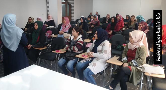 Diyarbakır'da Ailenin Önemi ve Sağlıklı Aile semineri başladı