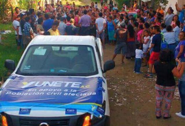 Con lonas de Yunes Linares y colores del PAN,entregan apoyos a afectados por temblor en Veracruz