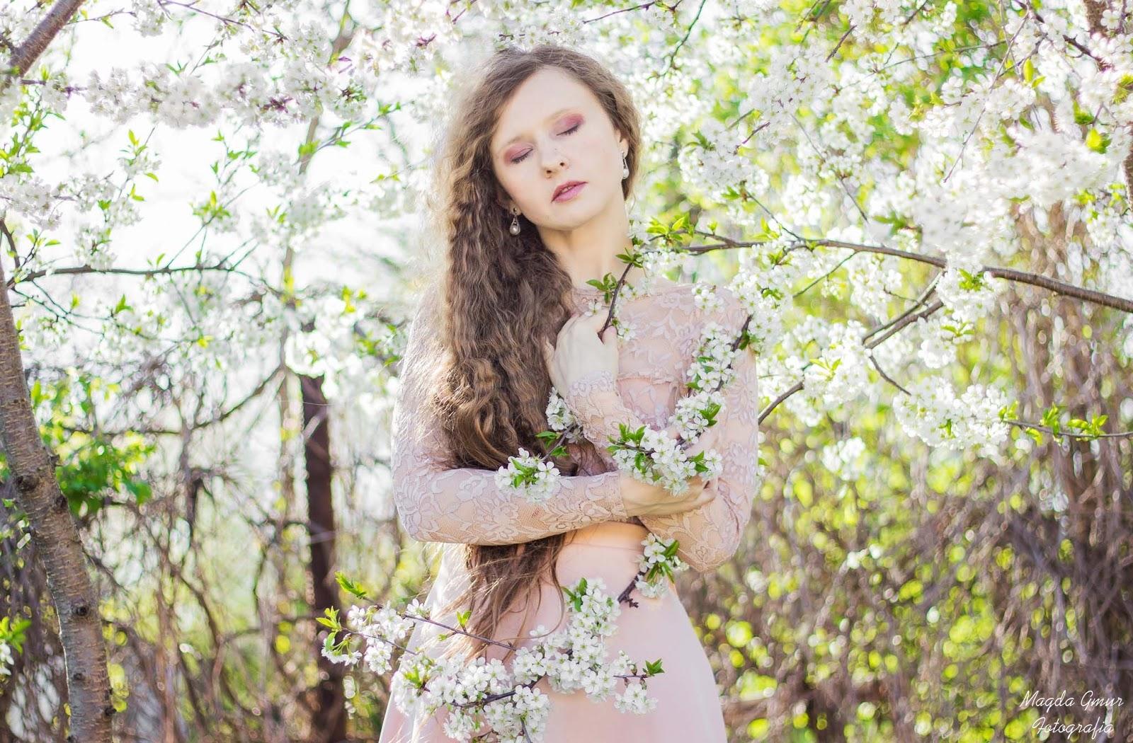 Wiosenna sesja, białe kwiaty, magda gmur fotografia, fotograf lublin