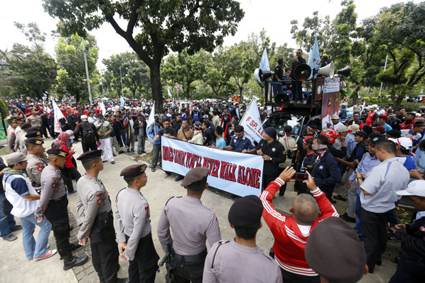 Demo buruh di depan Gedung Balai Kota, Jalan Medan Merdeka Selatan, Gambir, Jakarta Pusat. Foto/Ilustrasi/SINDOphoto