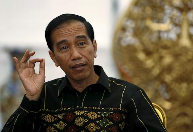 Jokowi Mencoba Menegaskan Peran Pers Untuk memberikan Pertanyaaan Yang Sulit