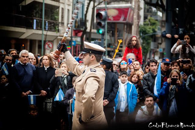 Un momento del desfile del Bicentenario de la Independenciua