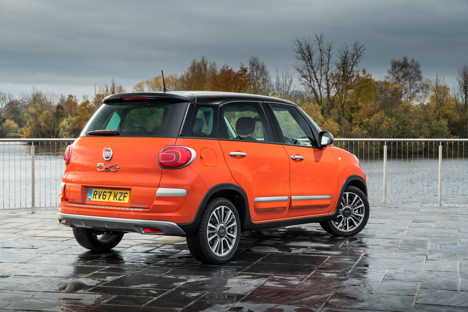 new fiat 500l arrives in the uk priced from 16 195 carscoops. Black Bedroom Furniture Sets. Home Design Ideas