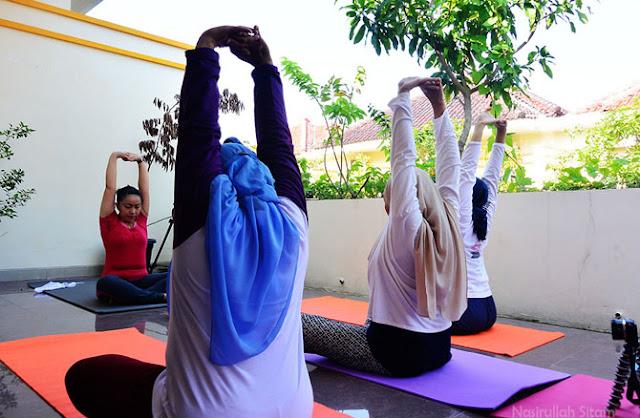 Aktifitas Yoga di lantai dua