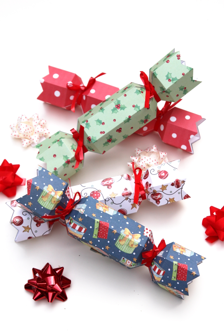 DIY CHRISTMAS CRACKERS - with free printable template.