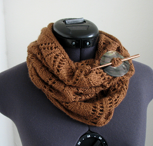 A Noble Cowl free knitting pattern