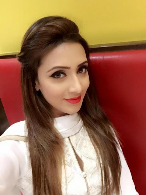Bidya Sinha Saha Model Smile Selfie
