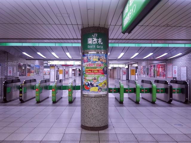 JR池袋駅南改札〈著作権フリー無料画像〉Free Stock Photos