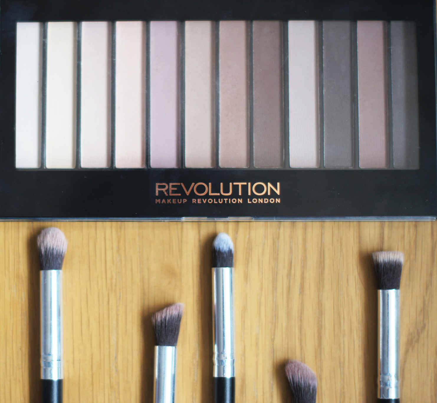 make up revolution matte nude eyeshadow palette