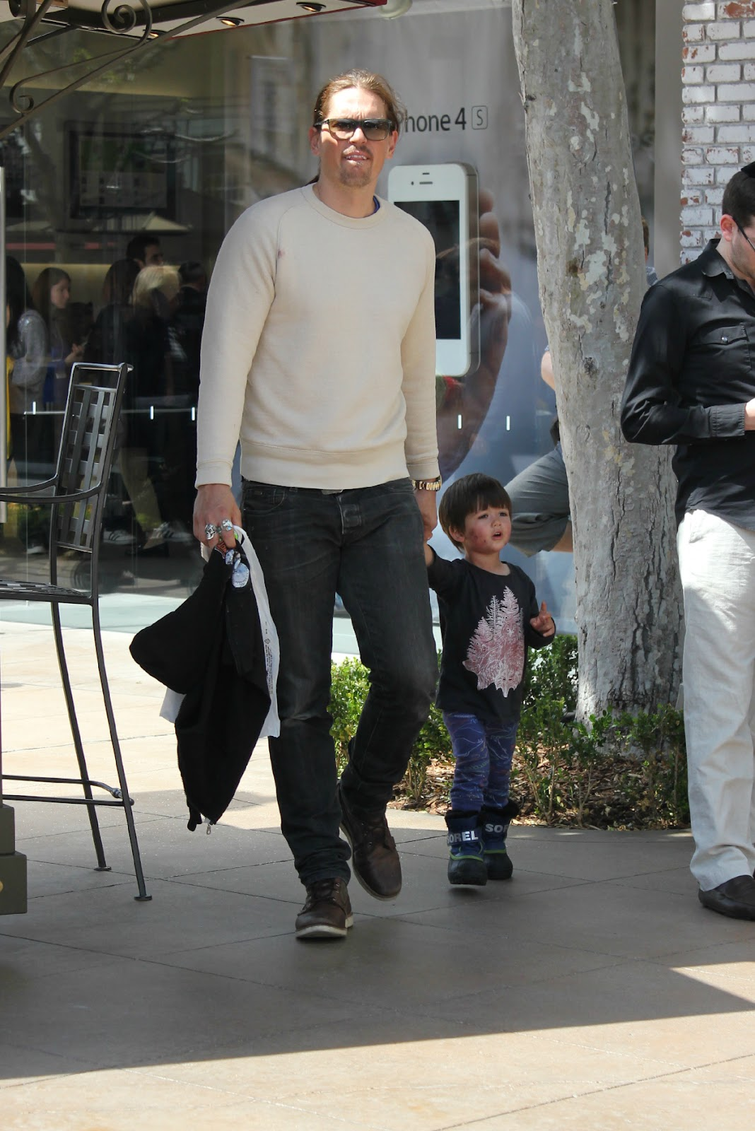 Sarah Shahi & Mario Lopez: Out For An Afternoon Stroll ...