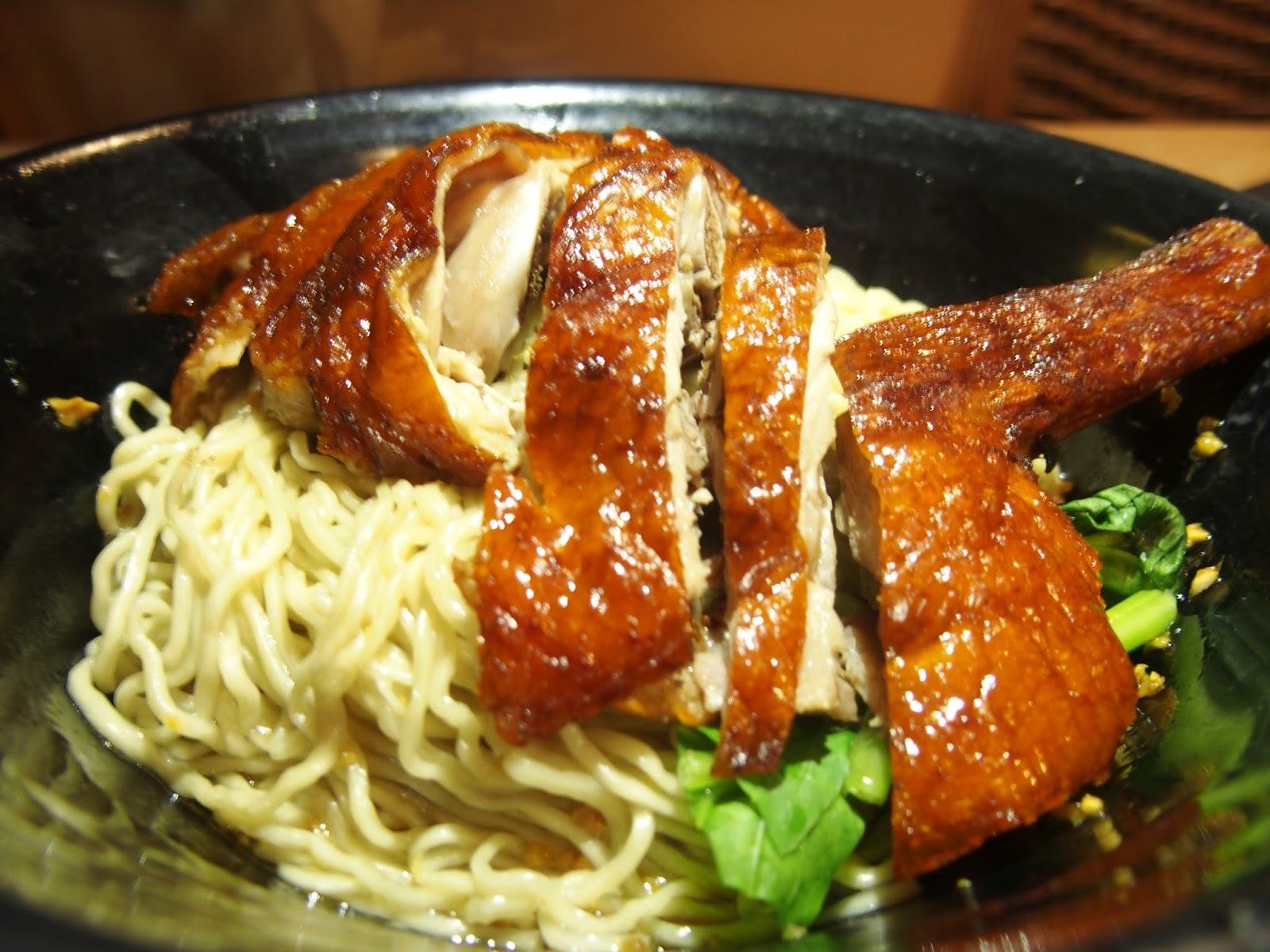 qué comer en kuching por la noche