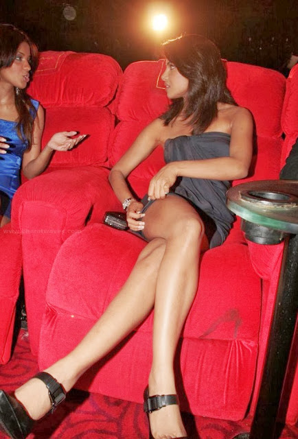 Check out how our Bollywood actresses flaunt their sexy legs