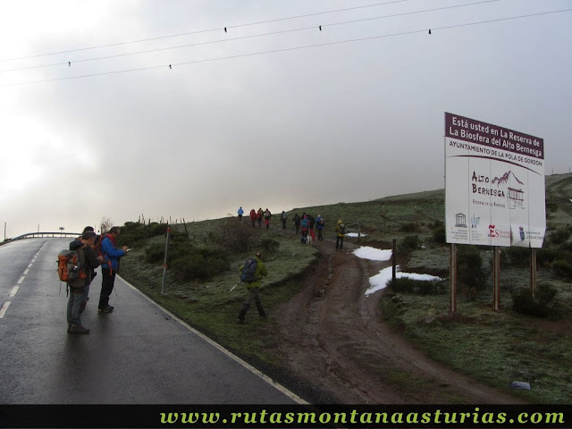 Ruta al Cerro Pedroso: Inicio en el Puerto de Aralla