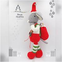 http://www.tarturumies.com/2017/12/18/amigurumi-patron-roger-el-raton-de-navidad/
