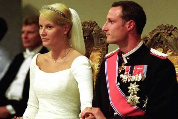 Princess Mette-Marit wore a white silk crepe with a 20-foot long veil wedding dress by fashion designer Ove Harder Finseth. diamond tiara