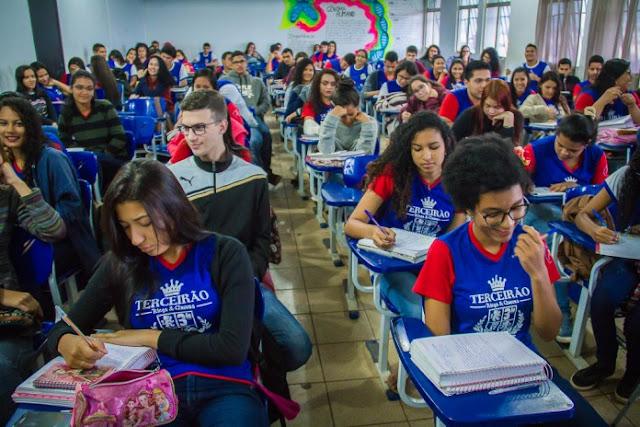 Desenvolvimento da Educação Básica ao superar