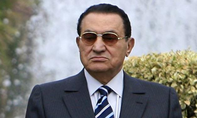 صحيفة لبنانية: مبارك يناشد المسئولين بالسماح له بقضاء مناسك الحج هذا العام