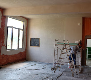 Progress with the plastering and we're onto the walls