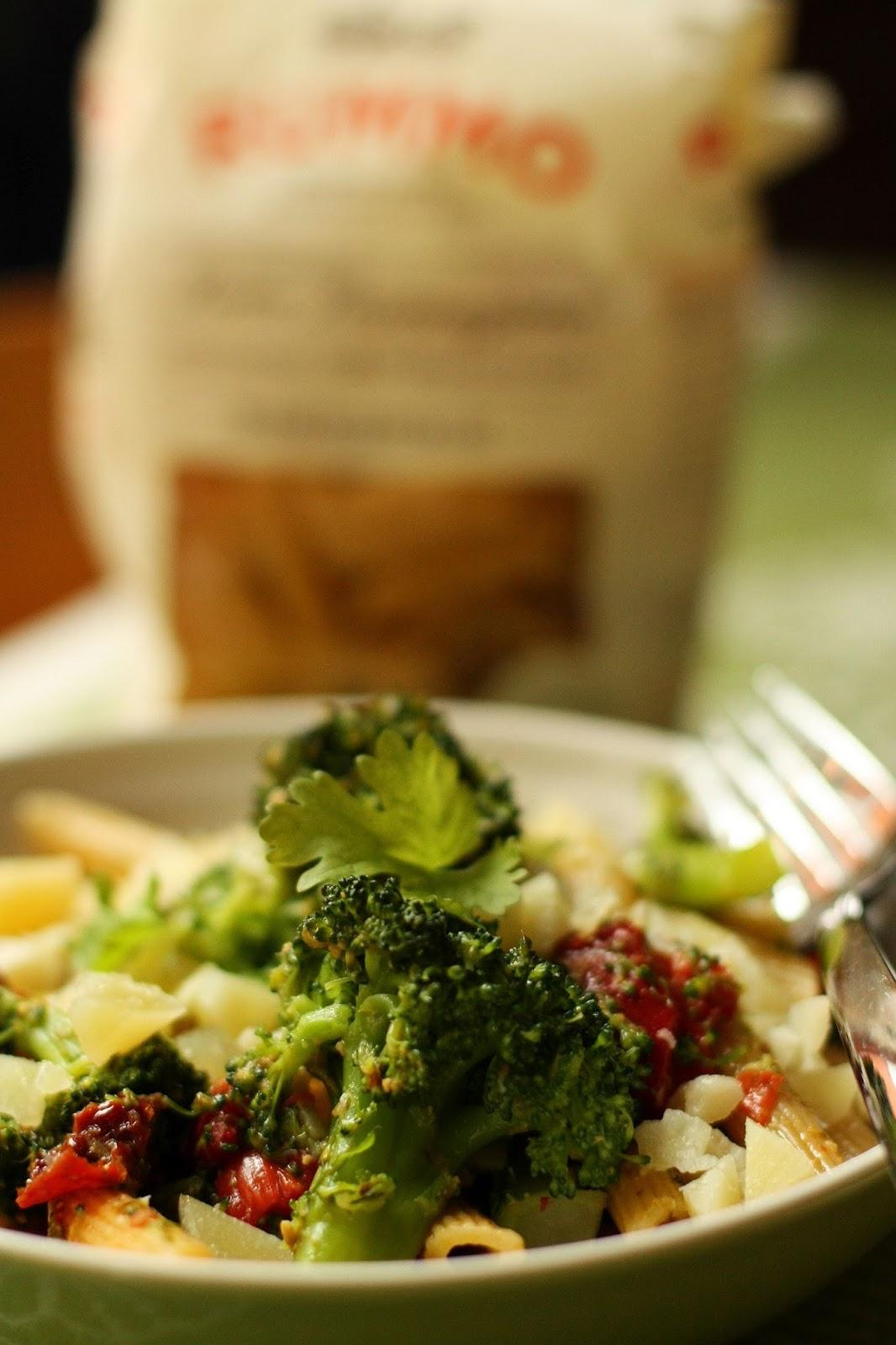 pesto-parsakaalipasta pesto parsakaali mallaspulla 15 minuuttia arkiruoka rummo pasta