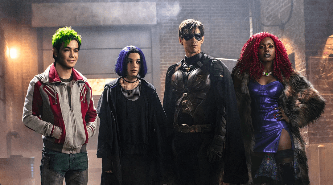 Anna Diop, Ryan Potter, Brenton Thwaites, and Teagan Croft en Titans