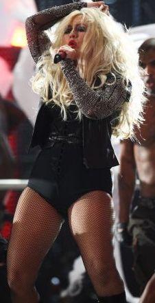 Foto de Christina Aguilera cantando en el escenario