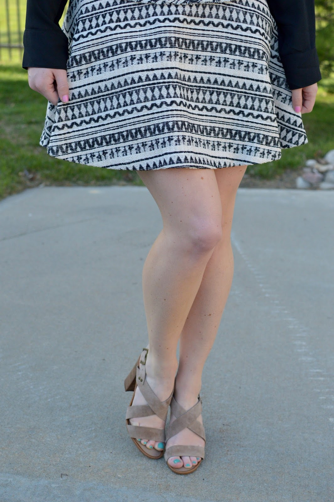 cute skirts for summer | beige block heeled sandals