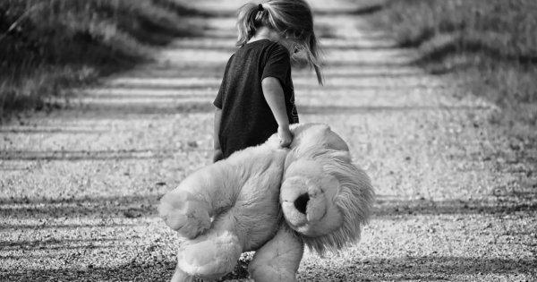 9χρονο κορίτσι λιποθύμησε από την πείνα στην Ρόδο - Άνεργη η μητέρα του λόγω της καταστροφής στον τουρισμό!