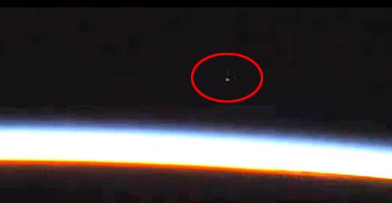 NASA desliga câmera da ISS que mostrava estranho OVNI ao vivo
