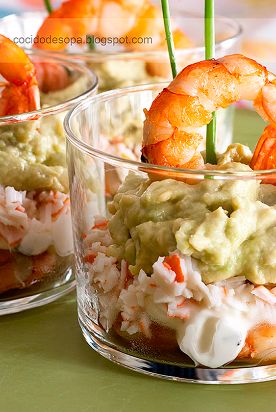 vasitos-de-cangrejo-gambas-aguacate-y-queso